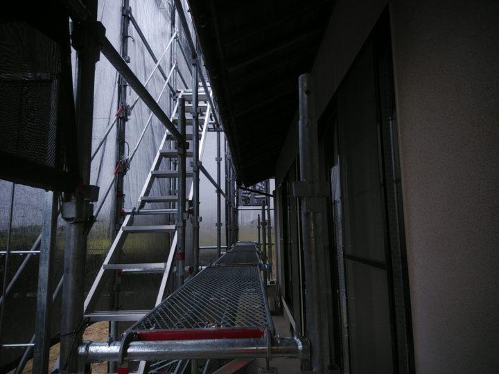 足場仮設工事 施工中