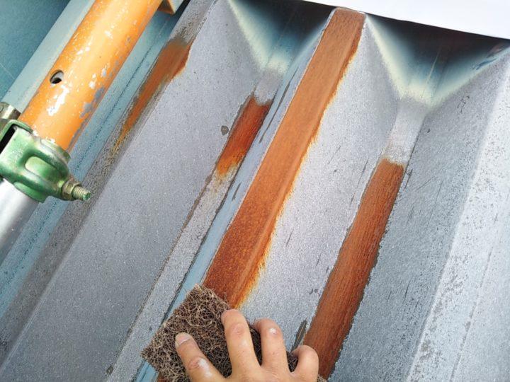 折板屋根 ケレン(錆落し)