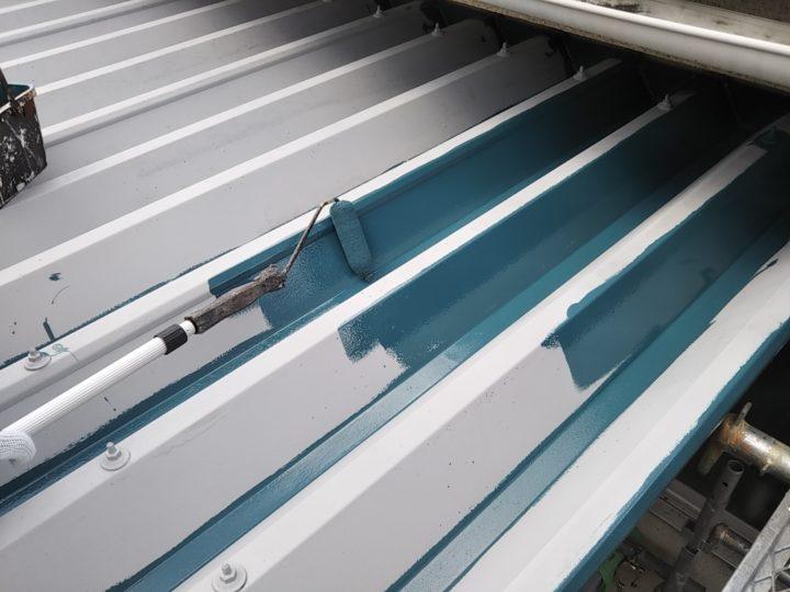 折板屋根 上塗り1回目