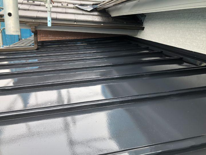 GL鋼板屋根 上塗1回目