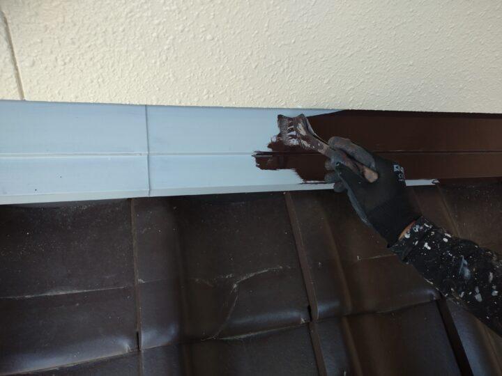屋根水切り上塗り(1回目)