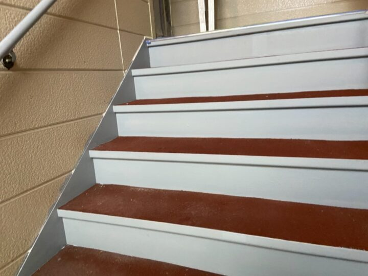 階段 下塗り 完了