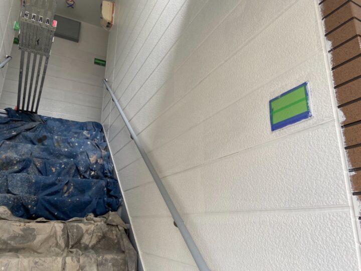 外壁 階段内下塗り 完了